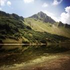 Le lac de Lessy et l'Aiguille Verte