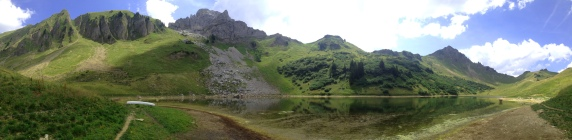 Le lac de Lessy, grand de 7 ha