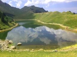 En arrivant au lac de Lessy