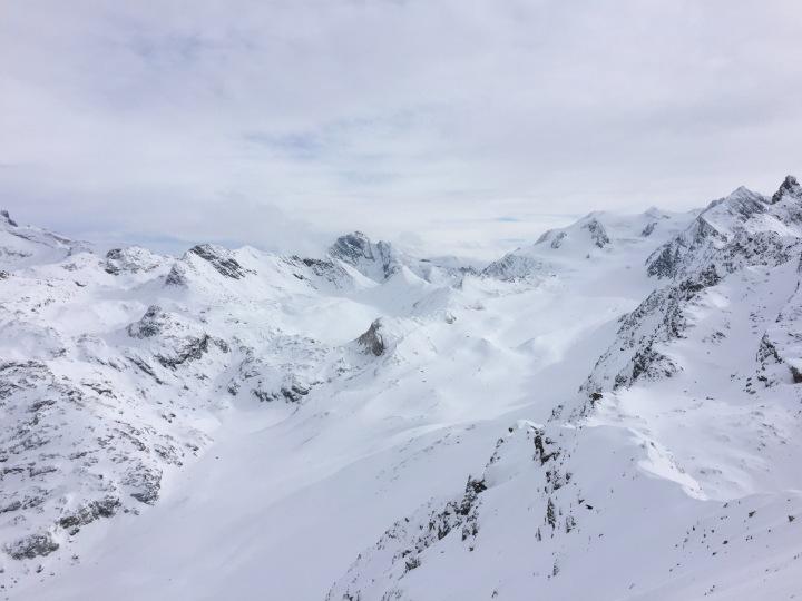 sur les pistes de Méribel face au glacier de Gébroulaz
