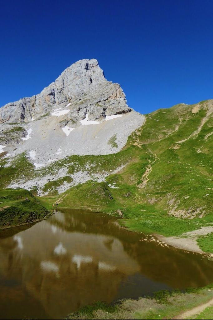 La Pointe Blanche depuis le lac de Peyre