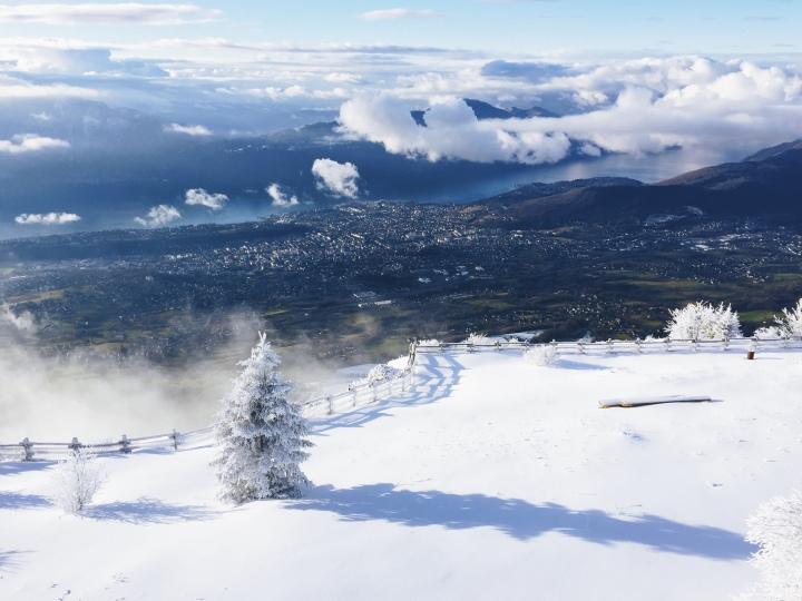 Vue sur Aix-les-Bains et le lac depuis Le Revard