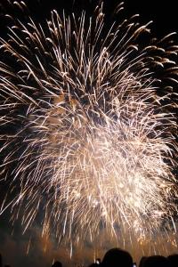 bouquet final du feu d'artifice de la fête du lac d'Annecy